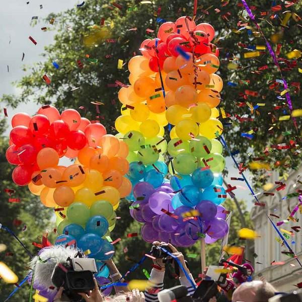pride-2022-konfettikanone-regenbogen